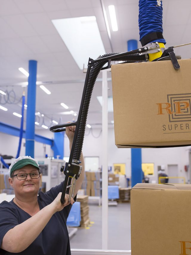 lifting box above shoulder height using vacuum lifter with flex handle