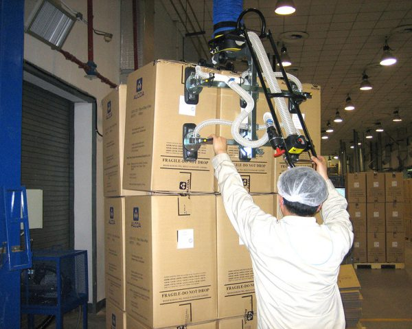 vacuum lifter gripping and lifting several boxes