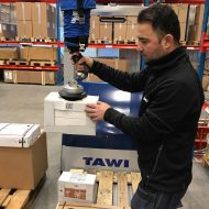 Lifting boc onto pallet using handheld vacuum lifter