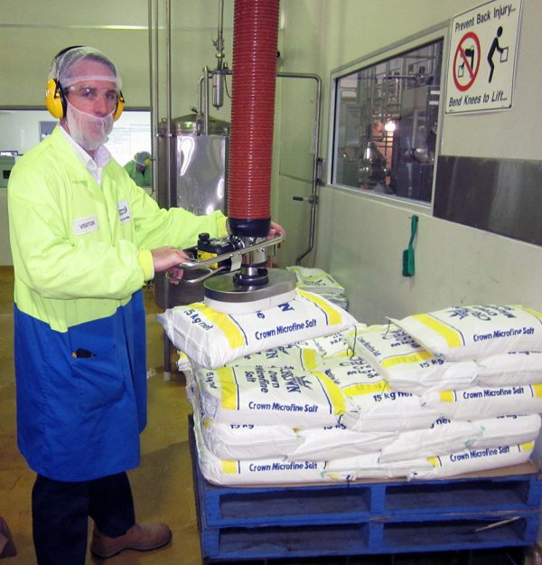 man lifting sack using a stainless steel vacuum lifter