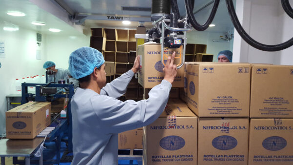 Man lifting and stocking boxes using handhold vacuum lifter