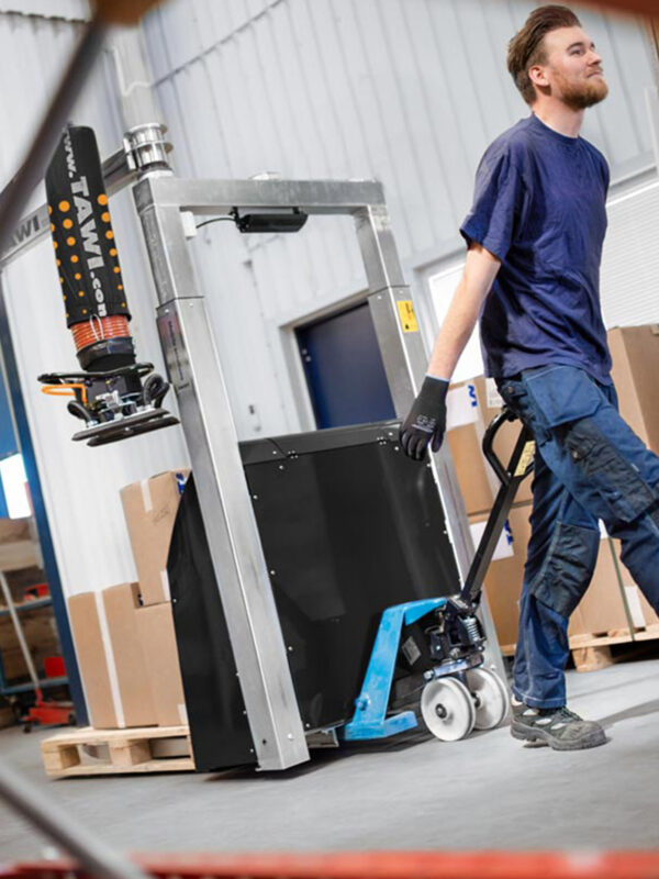 man picking order in warehouse with mobile vacuum lifter