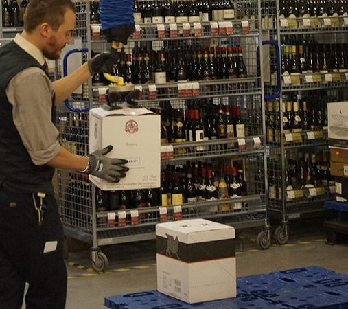 Lifting wine boxes onto pallet using handheld vacuum lifter
