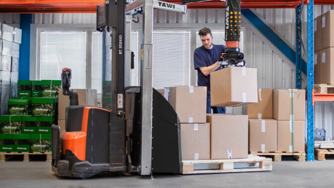 lifting boxes with mobile order picker