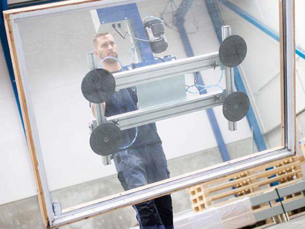 TAWI glass sheet lifter