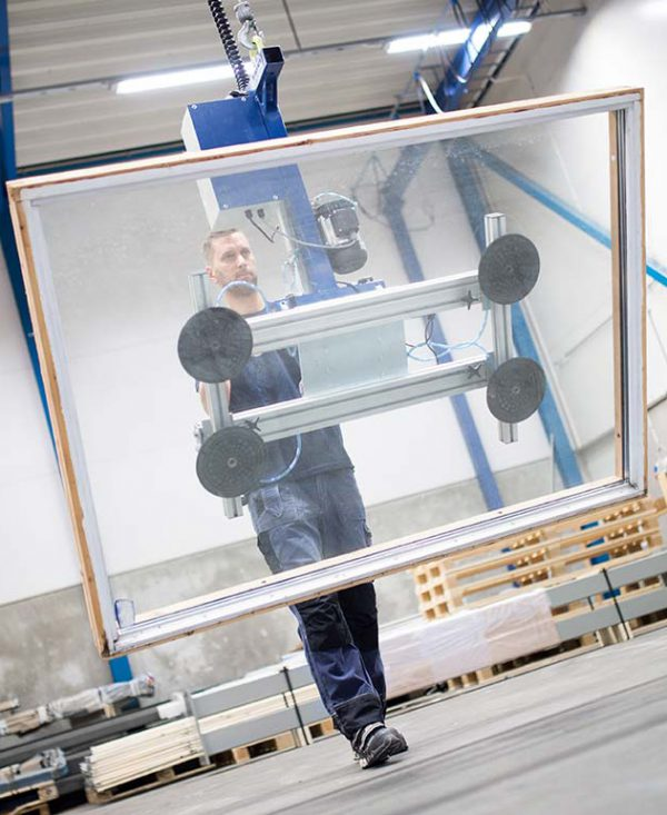 lifting window with vacuum sheet gripper