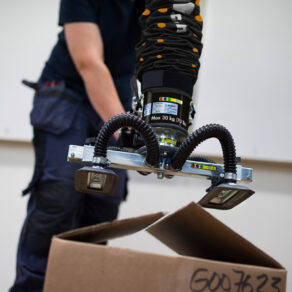 lifting unsealed box using a handheld vacuum lifter