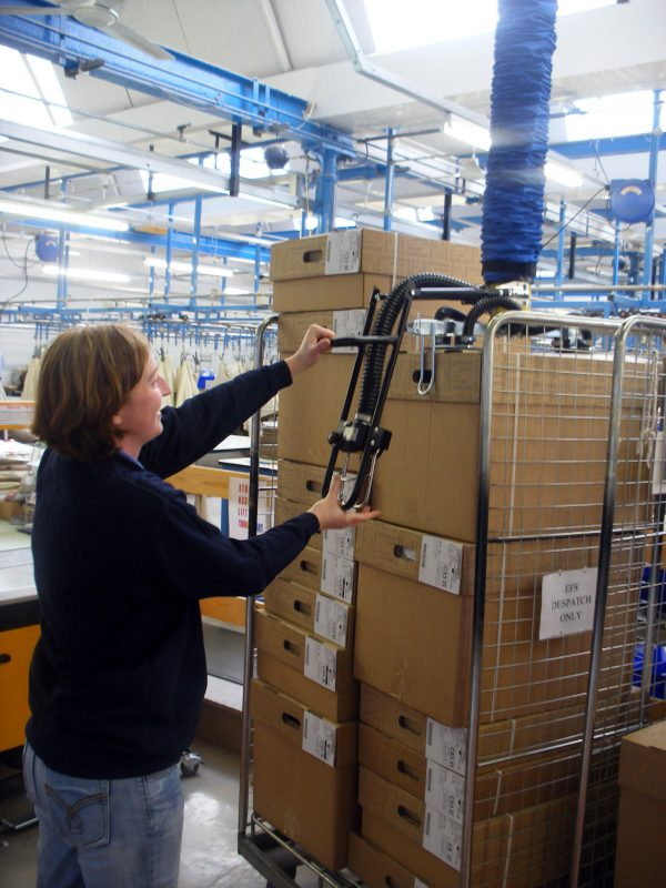 woman lifting box above shoulder height with vacuum lifter