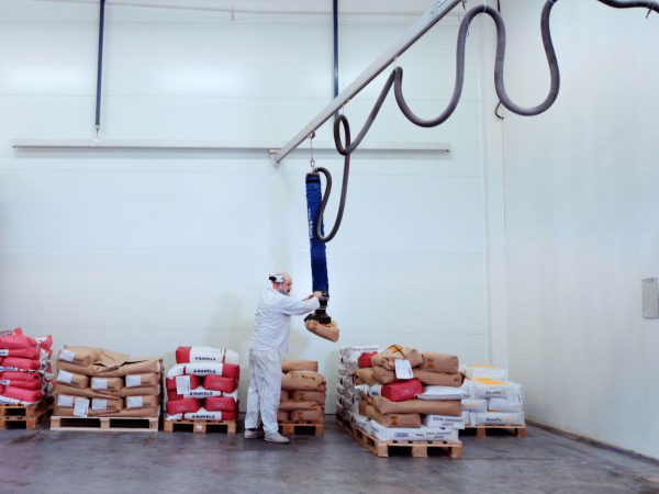 Palletizing sacks with TAWI VacuEasylift