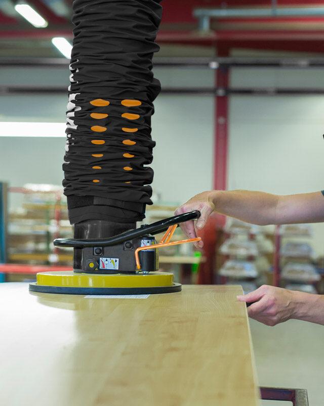 lifting sheet with vacuum lifter