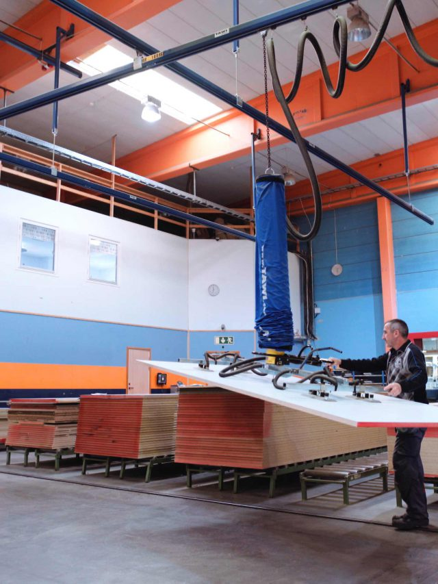 lifting wood sheet with vacuum lifter in single girder crane system