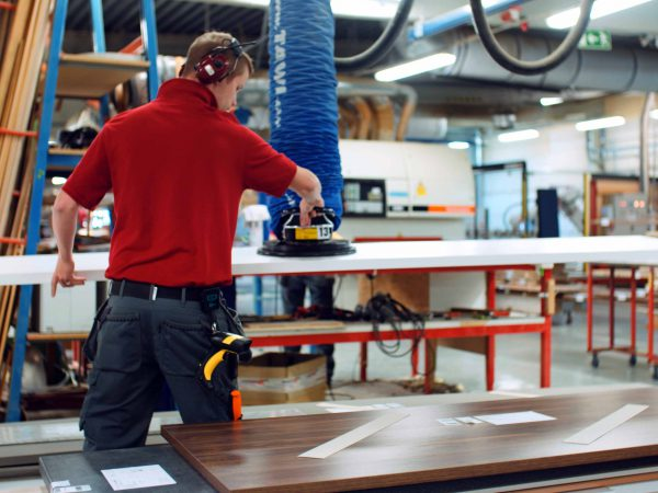 Lifting wooden boards with VacuEasylift