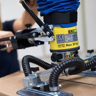 Vacuum lifter gripping box