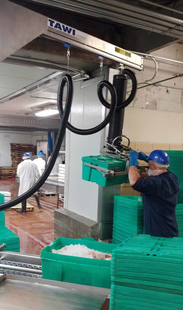 lifting crates with meat using stainless steel vacuum lifter