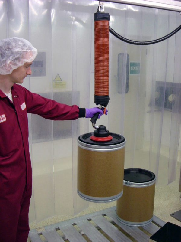 lifting drums with vacuum lifter in cleanroom environment