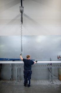 lifting metal profiles with wire hoist
