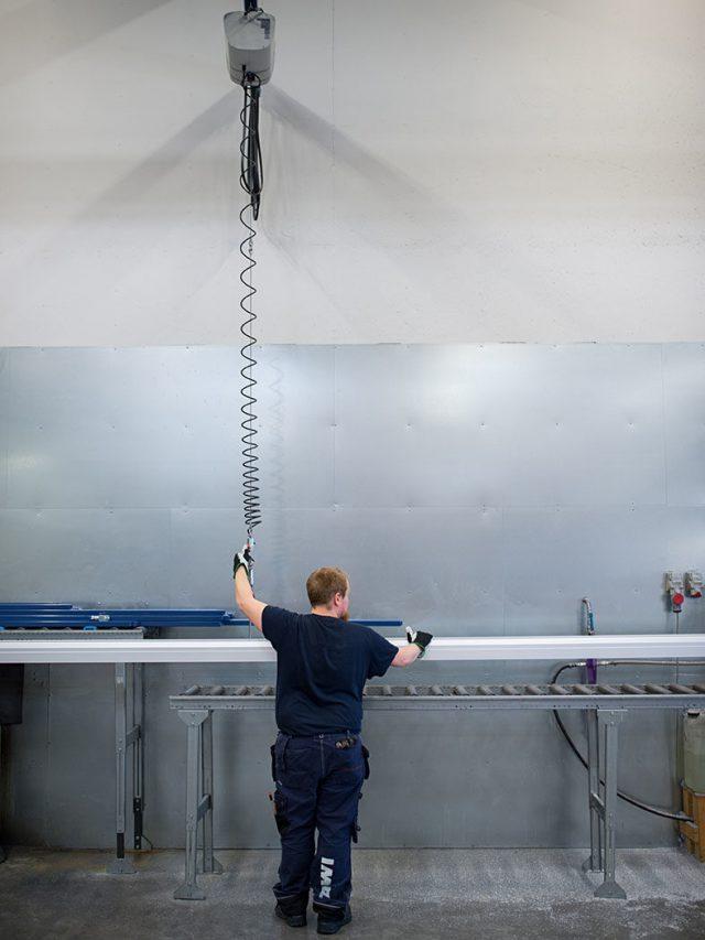 lifting metal profiles with hoist