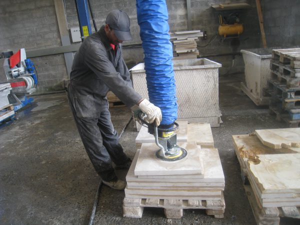 lifting stone slabs from pallet with vacuum lifter