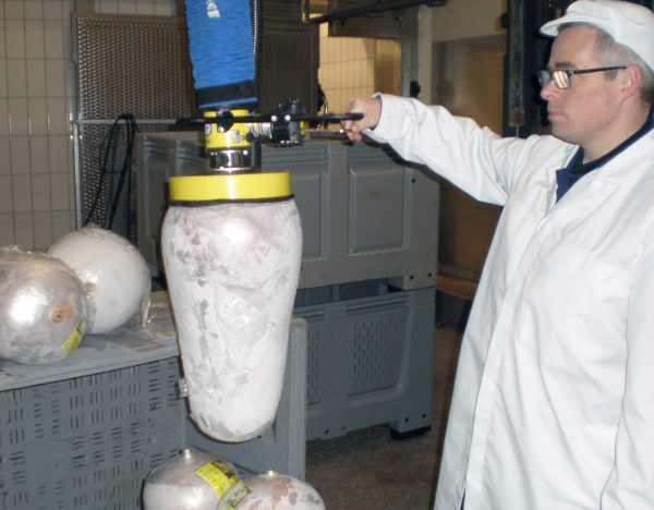 lifting frozen meat with vacuum lifter
