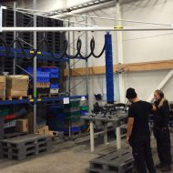 Lifting pallets with vacuum lifter