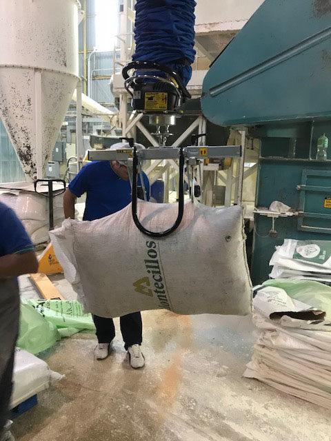 lifting burlap sack with vacuum lifter