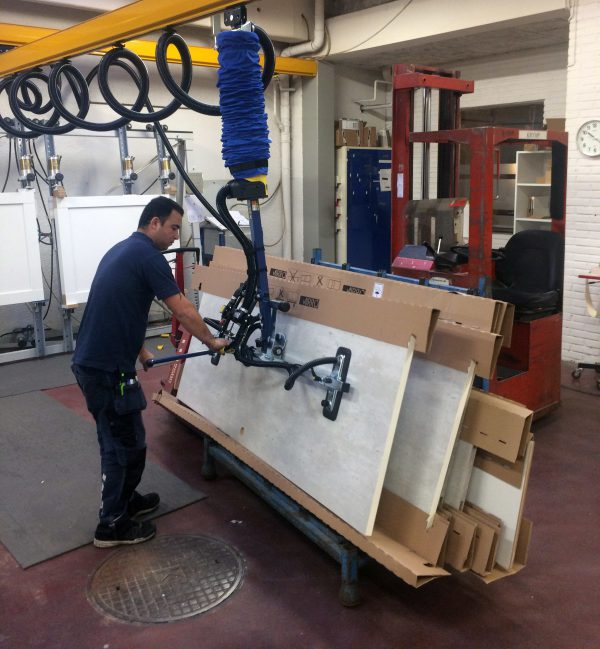 lifting doors with vacuum lifter