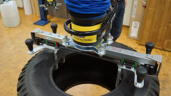 lifting rubber tyre using handheld vacuum lifter