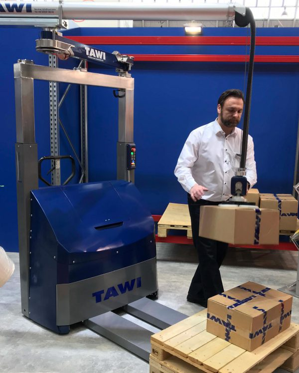 lifting boxes onto pallet with compact order picker