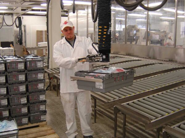 lifting crate with meat using handheld vacuum lifter