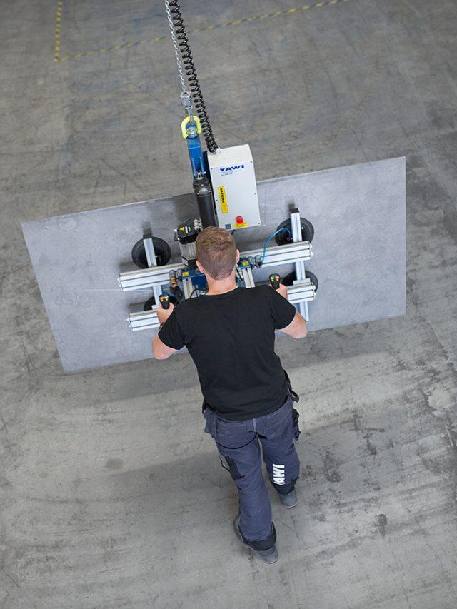 lifting metal sheet with hoist and vacuum yoke