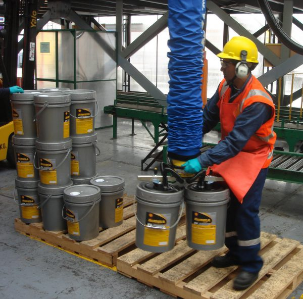 man lifting drums from pallet using handheld vacuum lifter