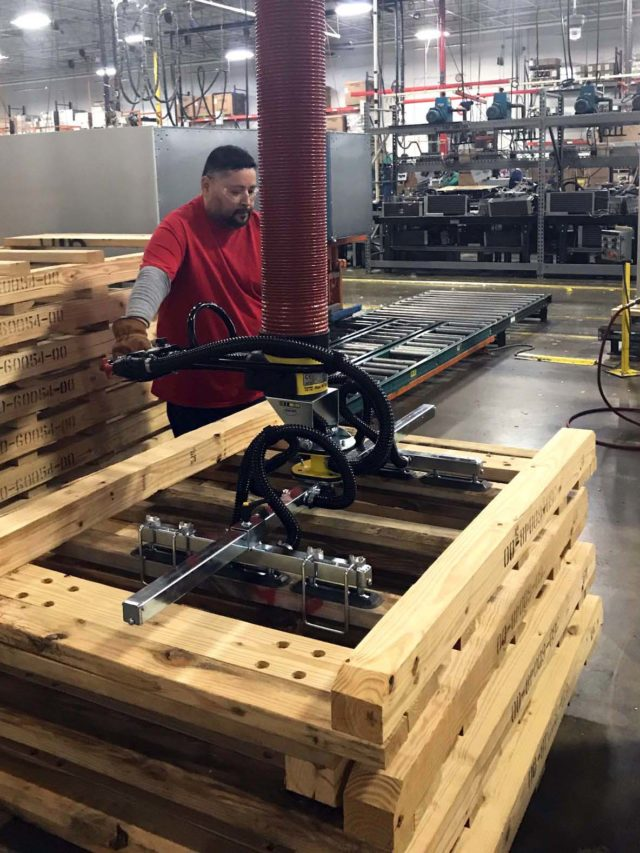 lifting pallets using vacuum lifter
