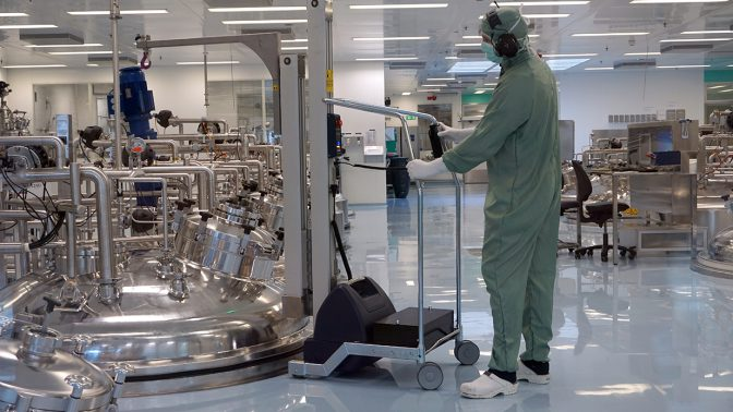 clean room lifting trolley used in pharmaceutical industry