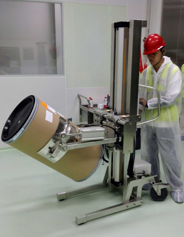 handling drum in cleanroom with lifting trolley