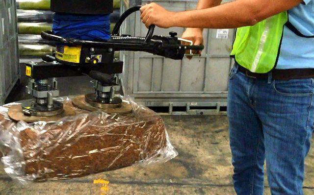 Lifting bale using handheld vacuum lifter