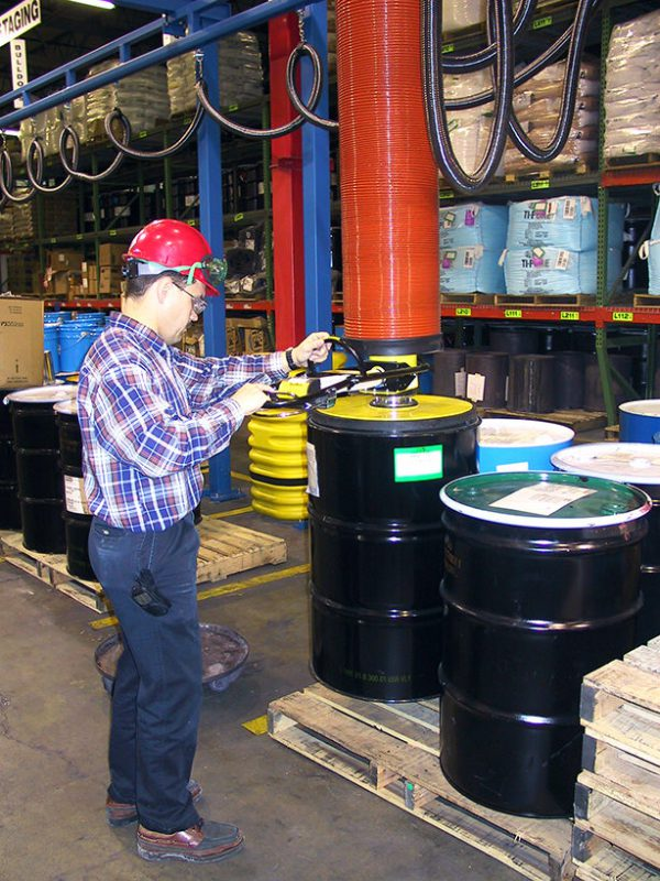 lifting barrels from palet with vacuum lifter
