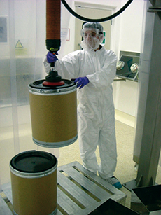 Drum lifting in cleanroom environment