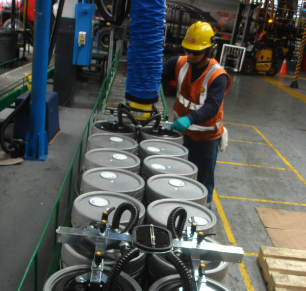 lifting drums with vacuum lifter