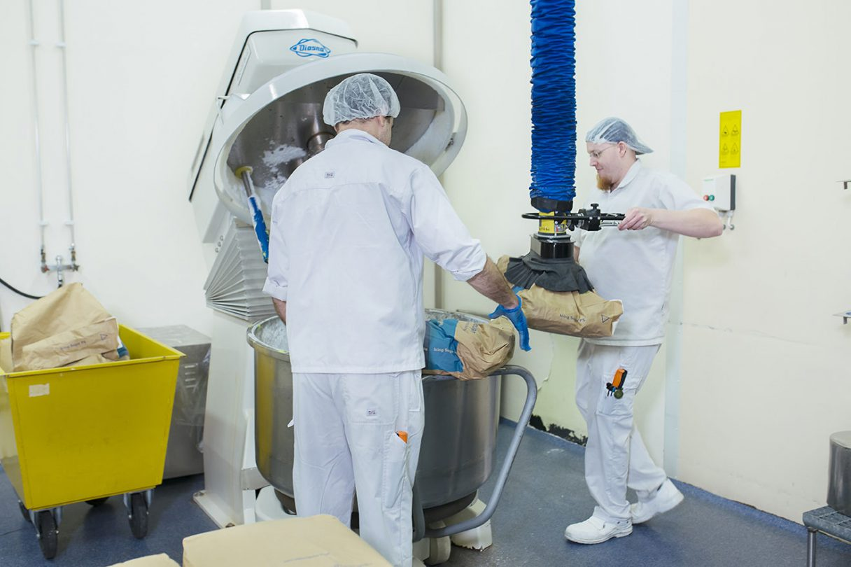 Vacuum bag lifter in Bakels Aromatic