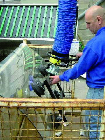 lifting windshield with vacuum lifter