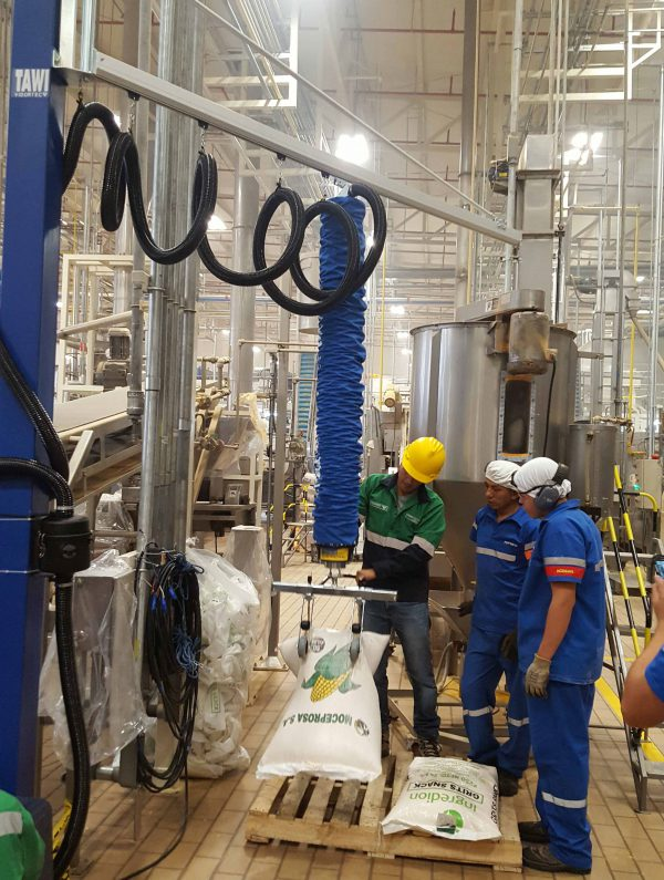 lifting jute sacks from pallet with sack tool on vacuum lifter