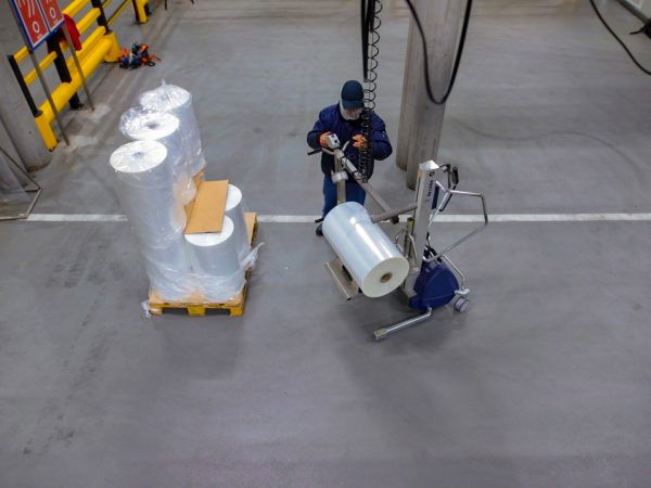 Lifting reels for food packaging