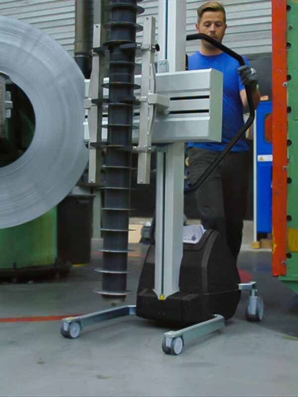 lifting metal component with lifting trolley