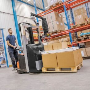 Order picking with vacuum lifter attached on forklift
