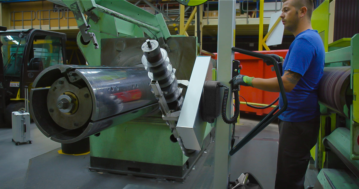 Lifting metal parts into machine with lifting trolley