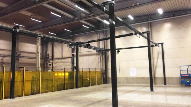 Floor mounted overhead crane system